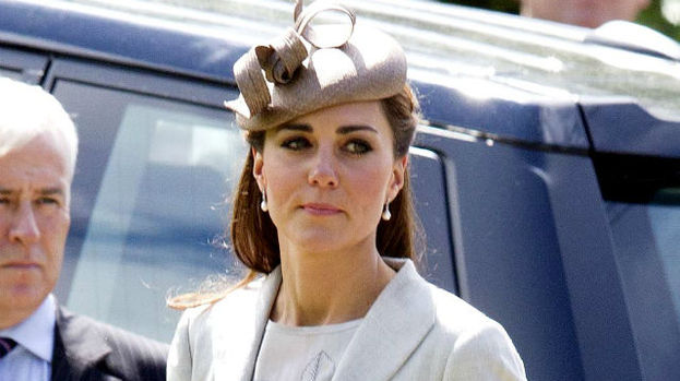 Kate looked gorgeous in a Jenny Packham dress and a beige Whiteley hat