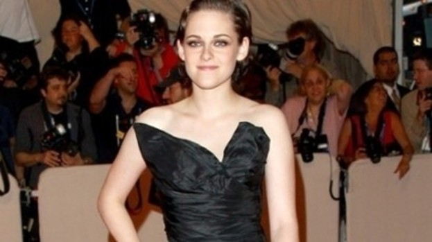 Kristen Stewart: Is reading erotic fiction.
