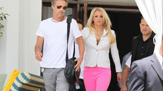 Britney Spears to have intimate wedding
