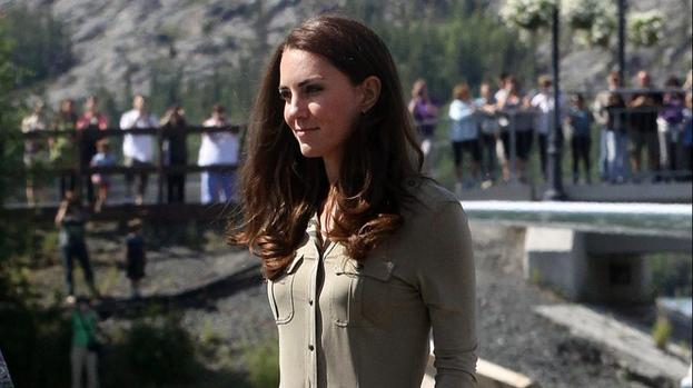 Duchess Catherine gives cooking lessons to Harry