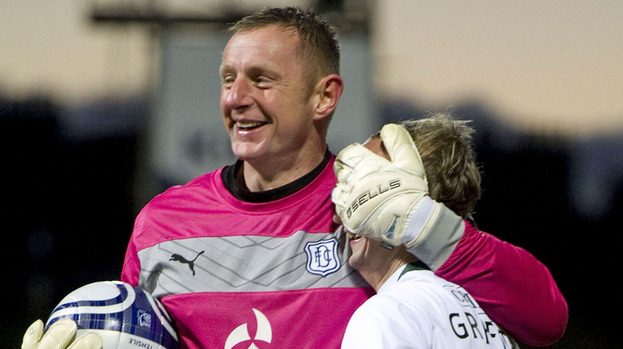 Rab Douglas, Dundee, Leigh Griffiths, Hibs, November 2012.
