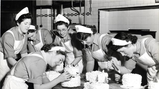 Cake Decorating Course Aberdeen : Glasgow Caledonian University celebrates Dough School past ...