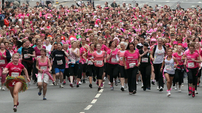 Over 10 000 Women In Pink Took To Glasgow Green For Race For Life Stv Glasgow Glasgow
