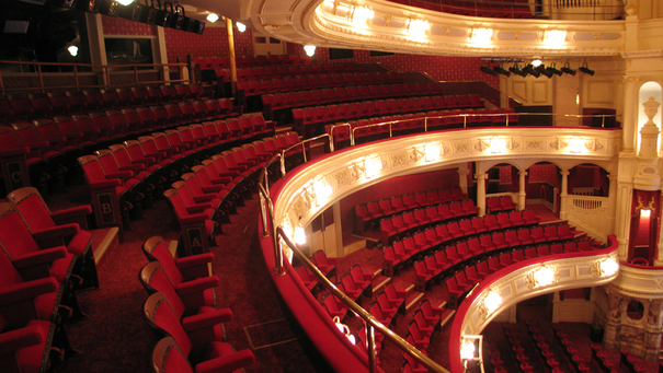 His majesty 39 s theatre free open day for the public on for Balcony novello theatre