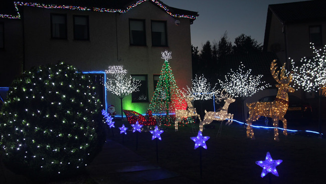 Neighbours bring goodwill to Stonehaven with charity light display