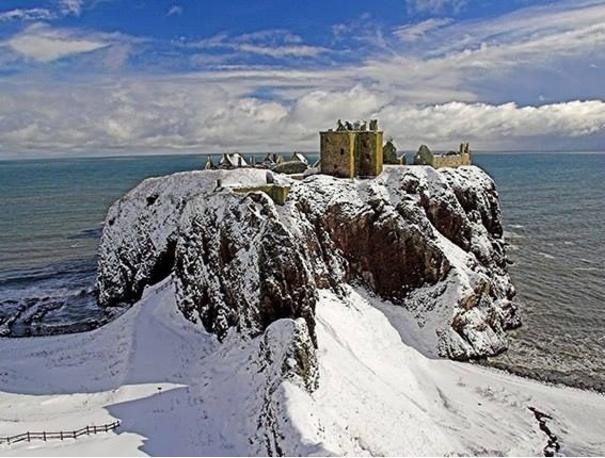 Extraordinary Vistas At Dunnottar Castle In Stonehaven