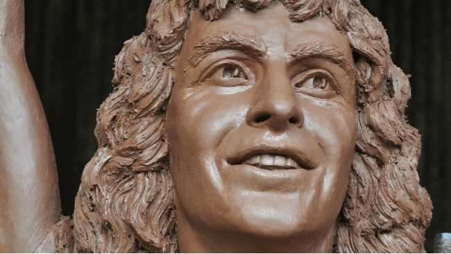 Revealed: Kirriemuir's statue to former AC/DC frontman