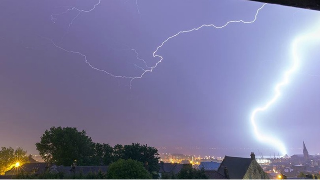 Gallery: Spectacular lightning storm strikes Dundee