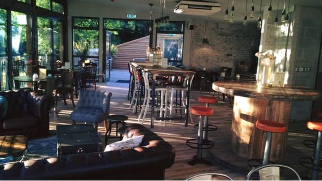 Strathmore pub reopens with Glasvegan burgers and glasshouse