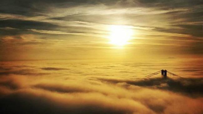Rigger snaps stunning shot of early morning fog over Forth bridges