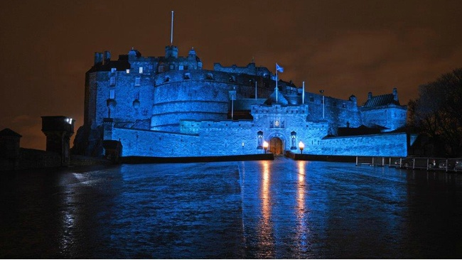 Edinburgh Castle to glow blue for United Nations anniversary