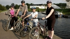 Scotland's foremost adventurer Mark Beaumont joins Kelly Cates to encourage the Campbell family from Grangemouth off the couch and onto their bikes.