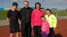 Kelly Cates helps the Mackie family from Peterhead to get fit, assisted by Scottish athletics legend Liz McColgan and her daughter, Commonwealth games hopeful, Eilish. Kelly introduces them to the great secret of Scotland's North East coast, surfing.