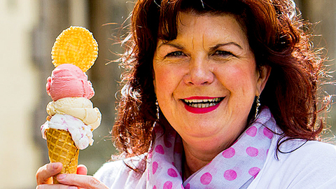 Elaine C Smith's Burdz Eye View