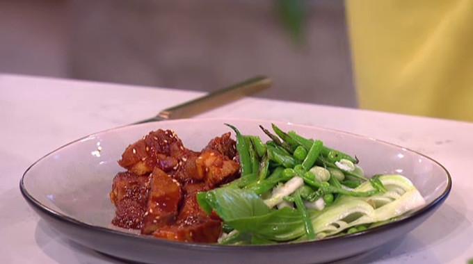 This Morning - Phil's scrumptious pork belly stir-fry