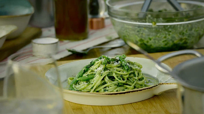 Gino's Italian Coastal Escape - Linguine with pesto, green beans and capers