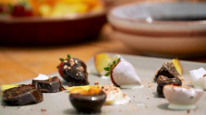 Gino's Italian Coastal Escape - Chocolate Fruit Platter